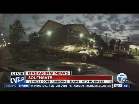 Car crashes into auto repair shop in Southgate