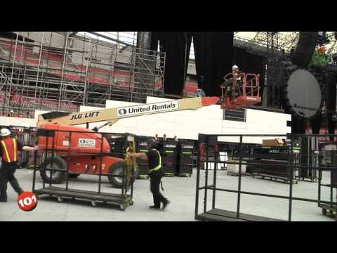 Rock 101 Behind The Scenes at Roger Waters: The Wall Live