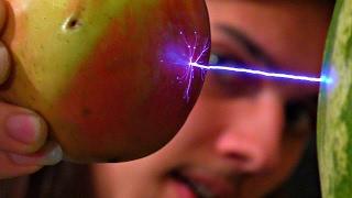 ✅Перемещаем предметы электричеством, ЛЕВИТАЦИЯ ⚡⚡⚡ Эксперименты с очень высоким напряжением