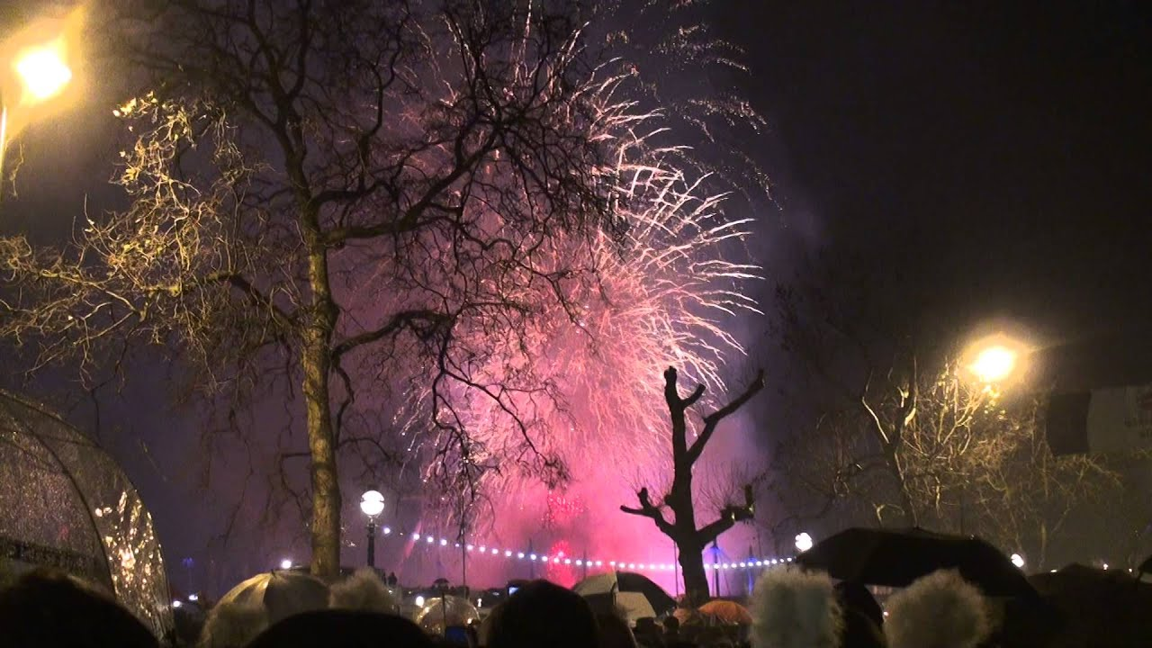 London Fireworks 2014 New Year's Eve 2013 with music and