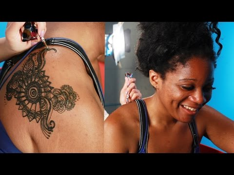 Americans Get Henna For The First Time