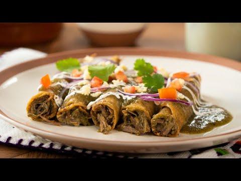 Tacos Dorados de Res en Salsa Verde