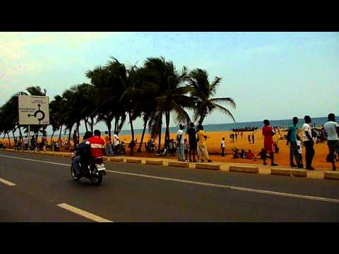 TOGO. Plage de Lome / Lome beach road