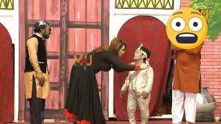 Vicky Kodu with Sheezah and Amjad Rana,Nadeem Chitta | Stage Drama Jadugar Saiyan | Comedy Clip 2019