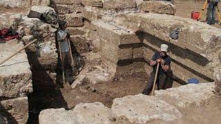 В склепе на Цементной слободке в Керчи археологи нашли украшения и посуду