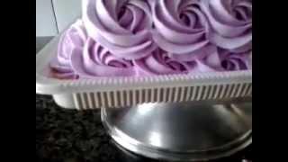 Colorindo Chantilly e Decorando Bolo de Rosas com Bico 1M