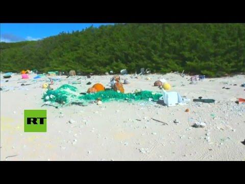 Así es la isla paradisíaca del Pacífico que se convirtió en un auténtico vertedero de plástico