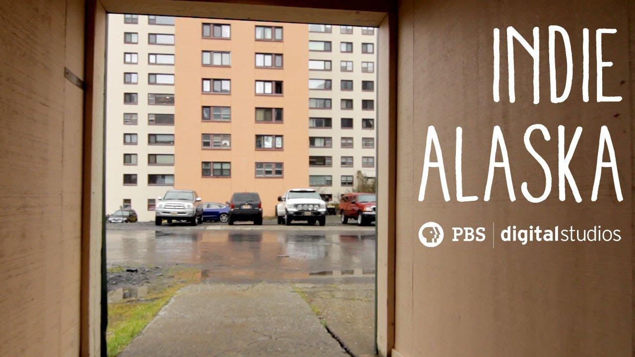 Учителка во градот на Алјаска каде сите живеат во една зграда говори за животот таму