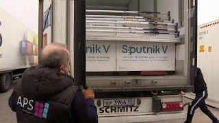 Многие прививочные пункты в Европе пустуют, несмотря на рост случаев заболевания коронавирусом.