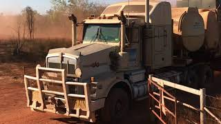 Video Australian Outback living - trucking, drilling, socializing. Murranji Water Drilling Video 5 download MP3, 3GP, MP4, WEBM, AVI, FLV Agustus 2018