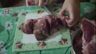 Как мариновать шашлык  Рецепт №2(Так случилось что раньше мясом у нас занимался мужчина, а сейчас я. В этом видео я вам раскажу как мариновать..., 2014-04-27T20:50:00.000Z)