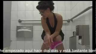 Repeat youtube video Confusión en el baño entre dos mujeres