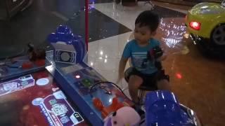 Andro playing Ace angler at fun world