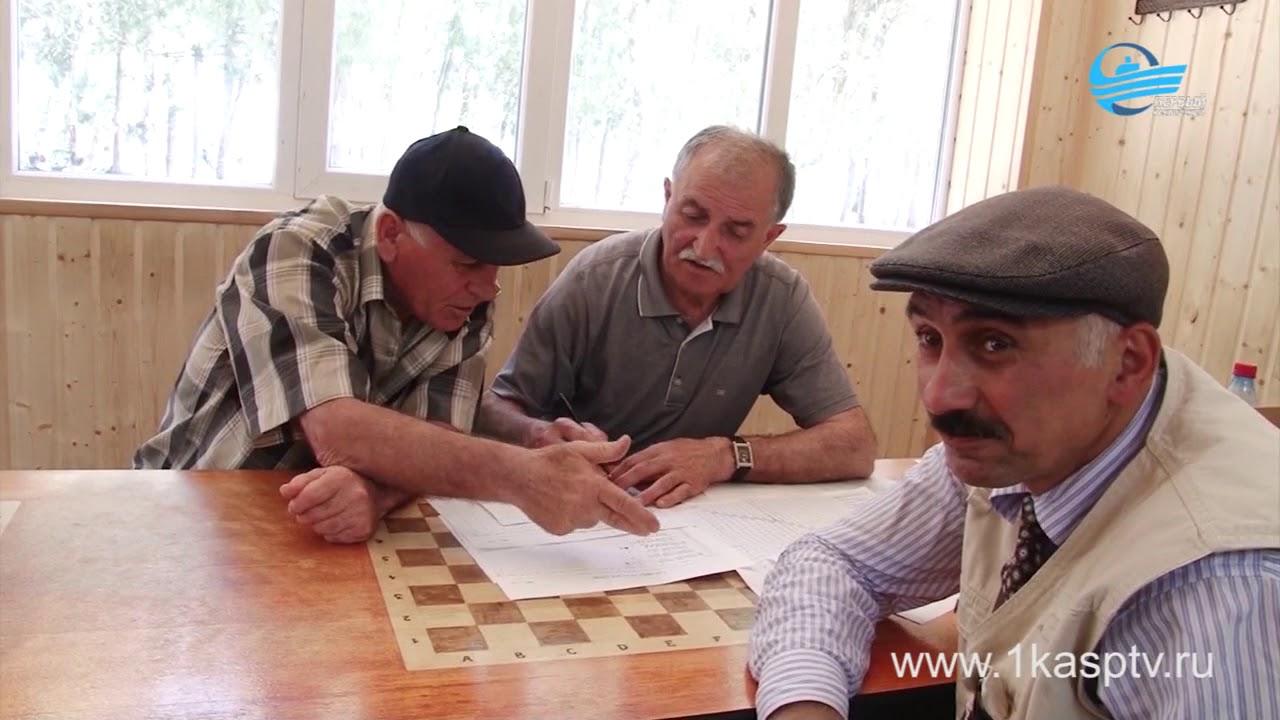 В доме шахмат в городском парке прошел турнир по нардам на призы главы города Магомеда Абдулаева