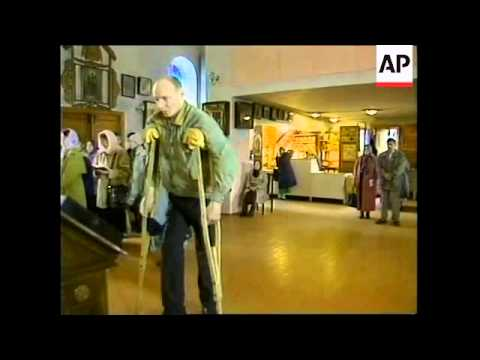 RUSSIA: MURMANSK: KURSK SUBMARINE: PRAYERS
