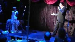 Download Schuifdeuren 2013 - Marinus zingt Loflied aan Dora MP3 song and Music Video