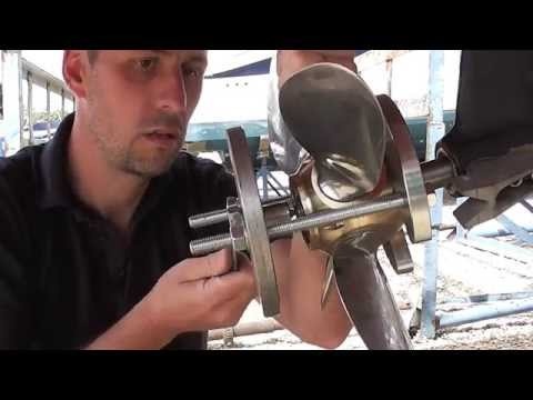 Using a prop' puller to remove a FeatherStream propeller