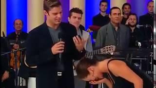 Hülya Avşar, Ricky Martinin poposuna dokunmuştur.