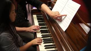 Video Ivy Hou's Piano lesson Chinese Hmong girl download MP3, 3GP, MP4, WEBM, AVI, FLV Agustus 2018