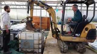 Extraction du réservoir d'eau de notre système hydroponique.