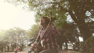 夕方の公園で、しんみりと唄ってみました。 この唄は、低音の私でも、CF...