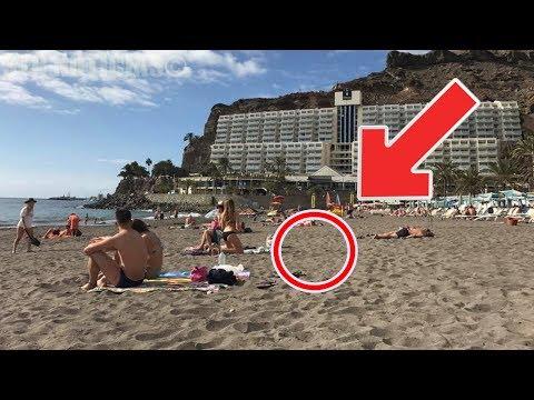 Se sentaron en la arena y vieron que había algo enterrado. Cuando se fijaron ¡no lo podían creer!