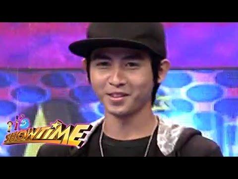 paano nagsimula ang fliptop 'yan ang pinatunayan ni abra, isang fliptop artist at rapper na matunog  tara't alamin natin kung paano nga ba nagsimula at umusbong ang.