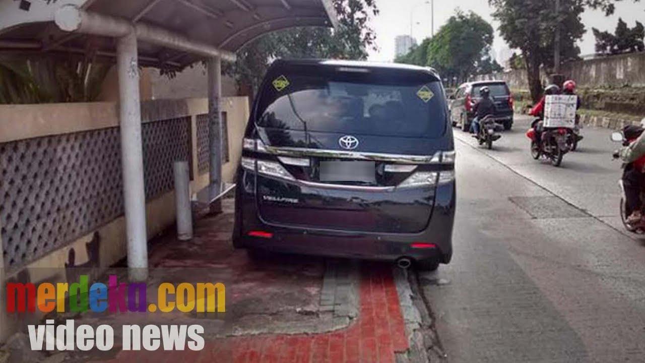 Download Kelakuan Orang Jakarta, Mobil Mewah Tapi Tak Beretika
