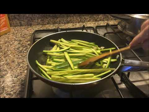 "Spaghetti con ""tagliatelle"" di zucchine (videoricetta n° 977)"