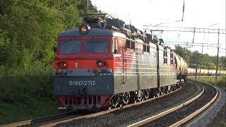Электровозы ВЛ80С-1267 и ВЛ80С-2713 с грузовыми поездами