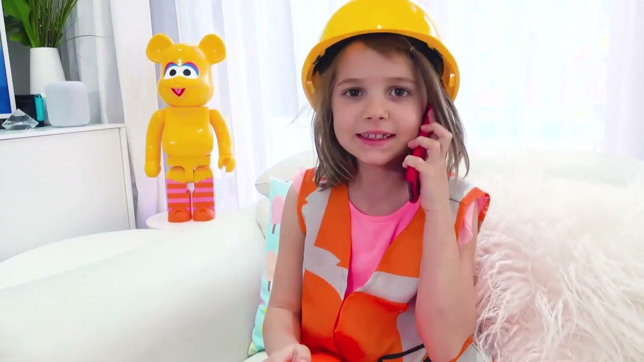 Катя учится кататься на велосипеде
