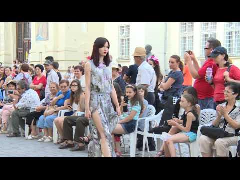 Interviu - Claudia Castrase - designer vestimentar