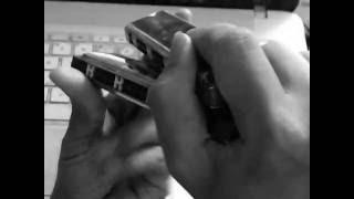 Cách dùng tay của bán âm tấu pháp harmonica tremolo kiểu hai chân bước đi.