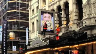 Banner Installation by Rope Access @ Noël Coward Theatre
