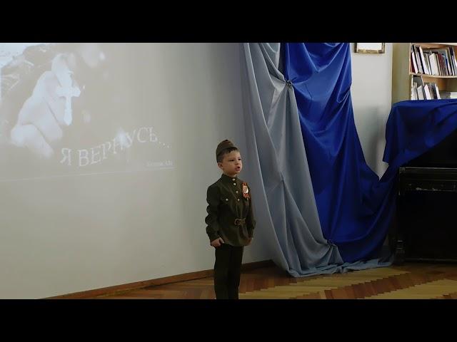 Изображение предпросмотра прочтения – АндрейЕрмилов читает произведение «Жди меня, и я вернусь» К.М.Симонова