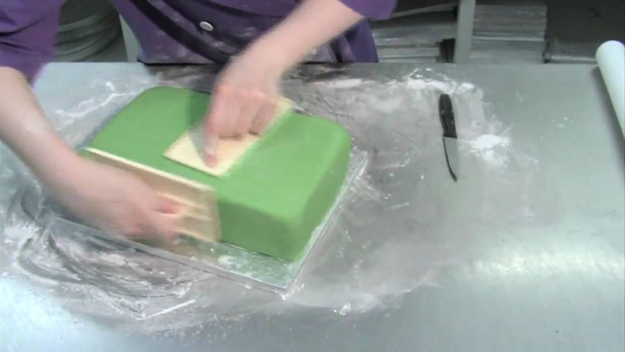 How To Ice A Square Cake With Fondant