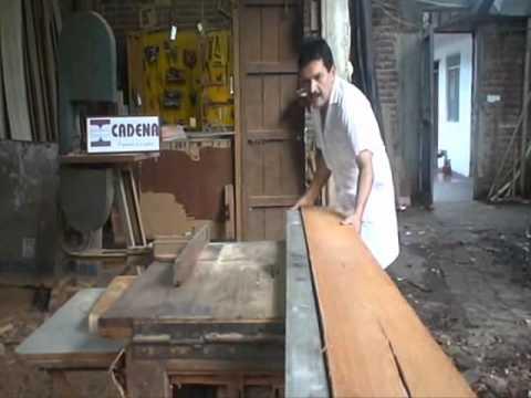 Sierra canteadora de madera youtube for Tejados de madera carpinteria