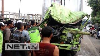 Kecelakaan Maut Dua Truk Barang - NET JATENG