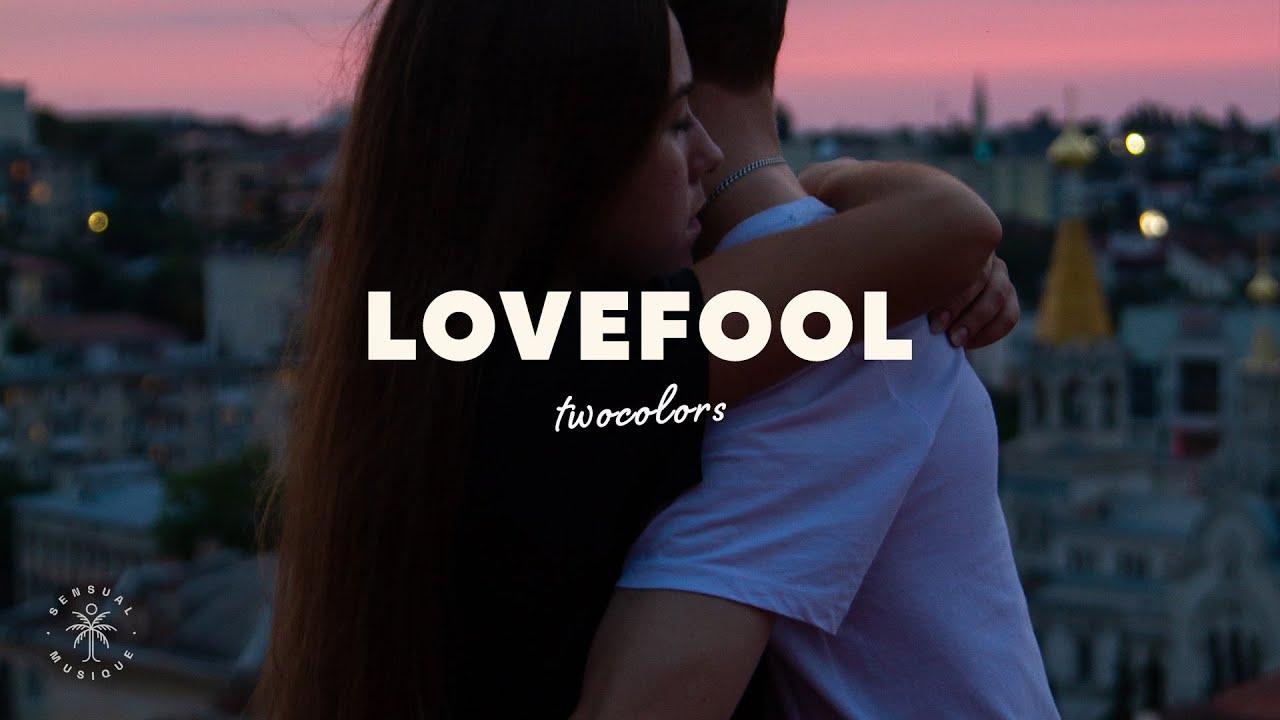 Download twocolors - Lovefool (Lyrics)