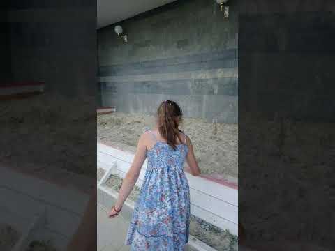 Пляж Алупки у Горного солнца. Шторм начинается