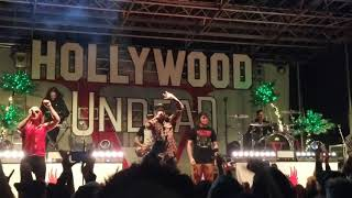Скачать Hollywood Undead Brings Fan Up To Play Guitar And He Kills It The Black Sheep 2017