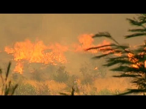 Fire fighters battle inferno in Somerset West