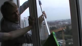 видео Как помыть окна на балконе или лоджии снаружи
