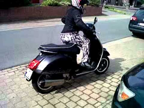 sally 39 s vespa gts 125 super sport and the akropovi youtube. Black Bedroom Furniture Sets. Home Design Ideas