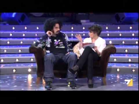 Caparezza intervista - [Kevin Spacey] - LA7 The show must go off 11/02/2012