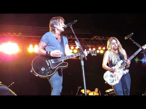 "Keith Urban ""We Were Us"" Feat. Lindsay Ell Live @ The Great Allentown Fairgrounds"