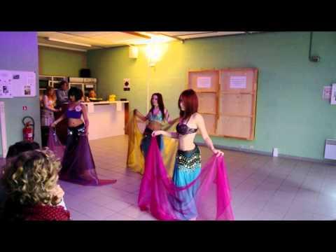 Danse orientale avec Voile, débutantes du RCAE