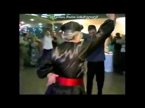აი ნამდვილი მოცეკვავე ბებო ცეკვავს მაგრად შალახოს ქორწილში ჯანმრთელობა და დიდხანს სიცოცხლე მას!    (ვიდეო)