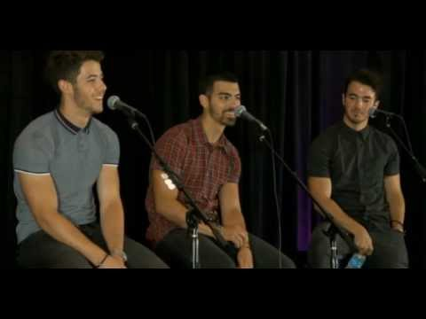 Jonas Brothers Kiss 108 Boston Interview [22/07/2013]
