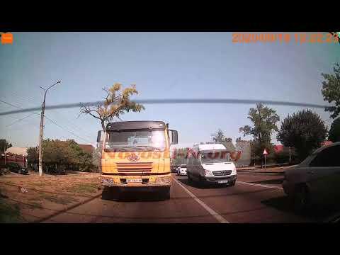 Новости-N: Момент ДТП на проспекте в Николаеве: задняя камера регистратора